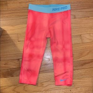 NIKE capri leggings